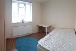 Double room, Daniel Place, Hendon NW4. Available NOW!