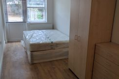 En-suite room, Watford Way, Hendon NW4. Available