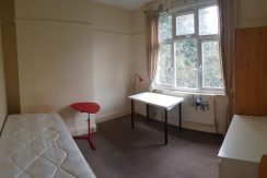 Large single room, Golders Rise, NW4, 10 min walk from Hendon Central.