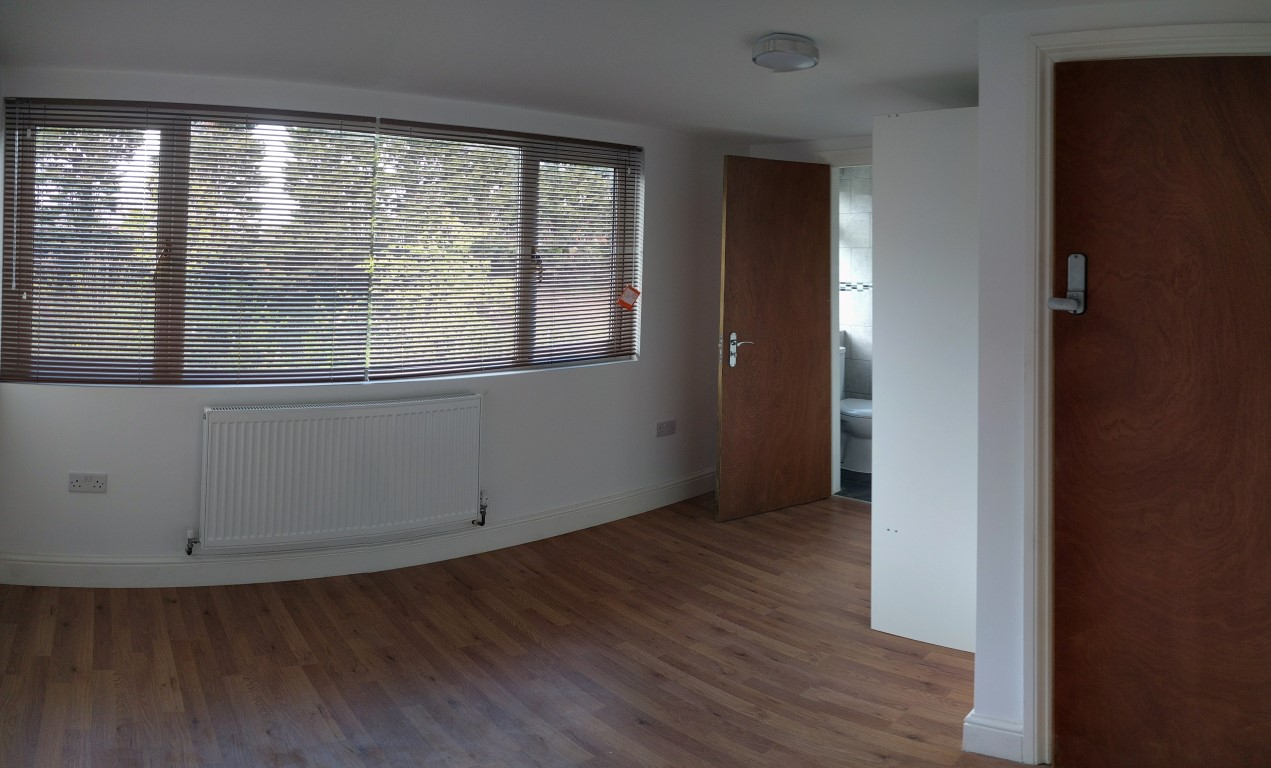 En-suite room, Watford Way, Hendon, NW4. Available 19th December 2018.