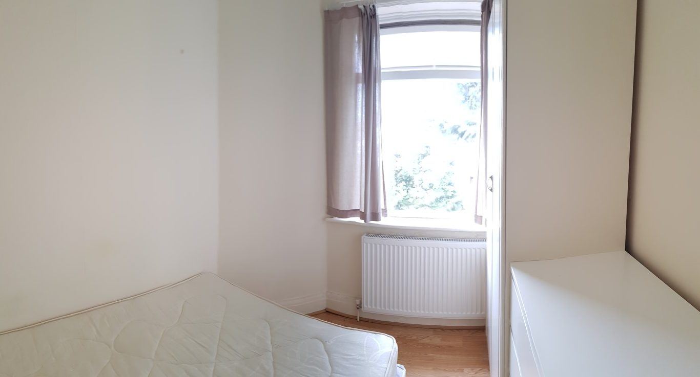 Single room, Hillcrest Avenue, Golders Green, NW11.