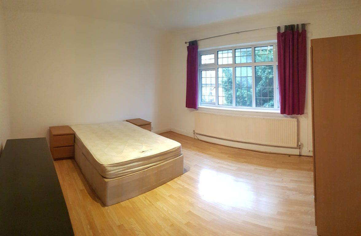 Double room, Woodstock Road, Golders Green, NW11.
