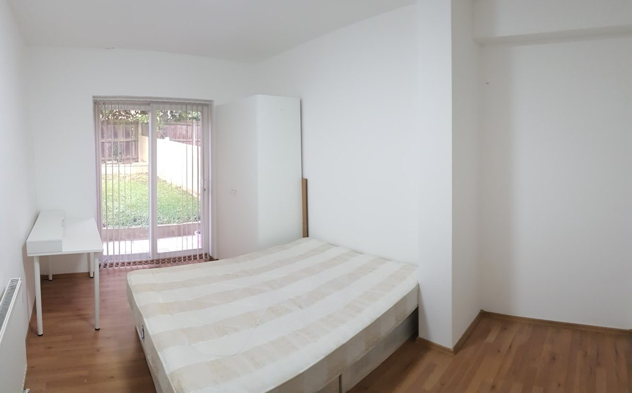 Double room, Watford Way, Hendon, NW4. Close to MDX. Available 8th December 2018.