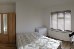Large double room, Greyhound Hill, NW4. 5 minutes from MDX University.