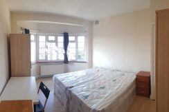 Double/ twin room, Hendon Way, Hendon, NW4. 1 minute from Hendon Central Station.
