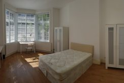 Large Double room, Station Road, Hendon, NW4, Available NOW!